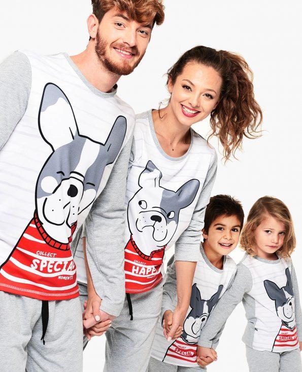 семейство с еднакви пижами