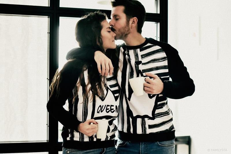 влюбени мъж и жена със суичъри за него и нея