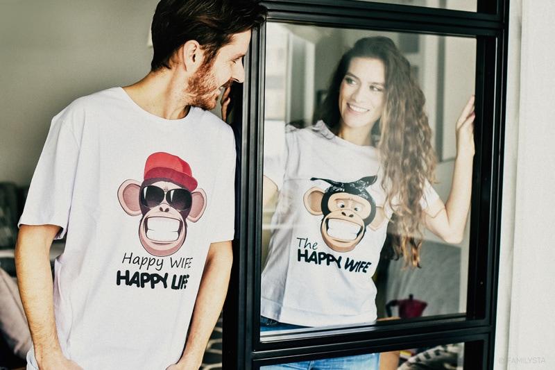 влюбени мъж и жена с тениски за двойки