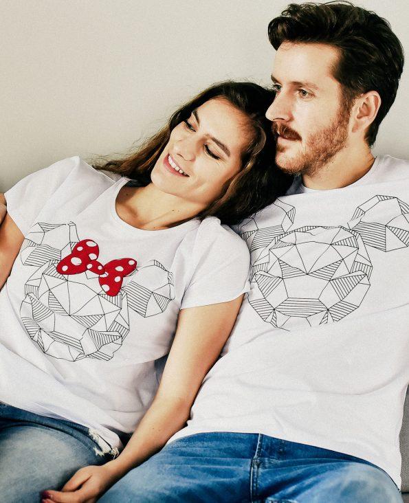 момче и момиче с тениски за НЕГО И НЕЯ с щампа Мики Маус