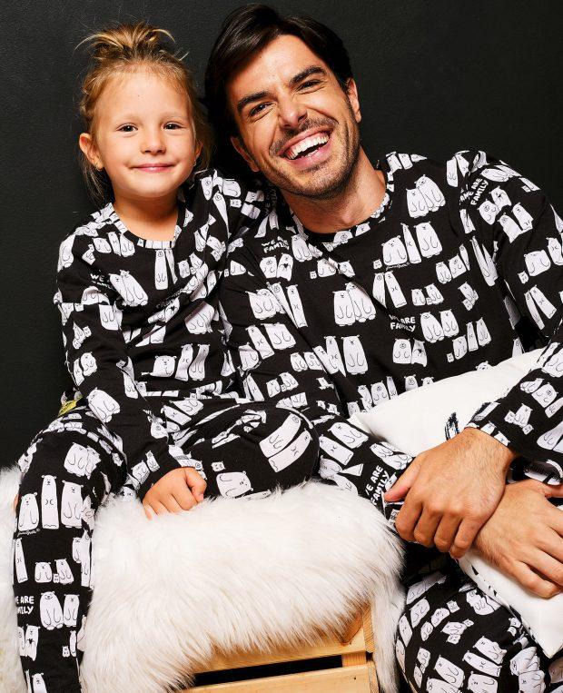 баща и дъщеря по пижами