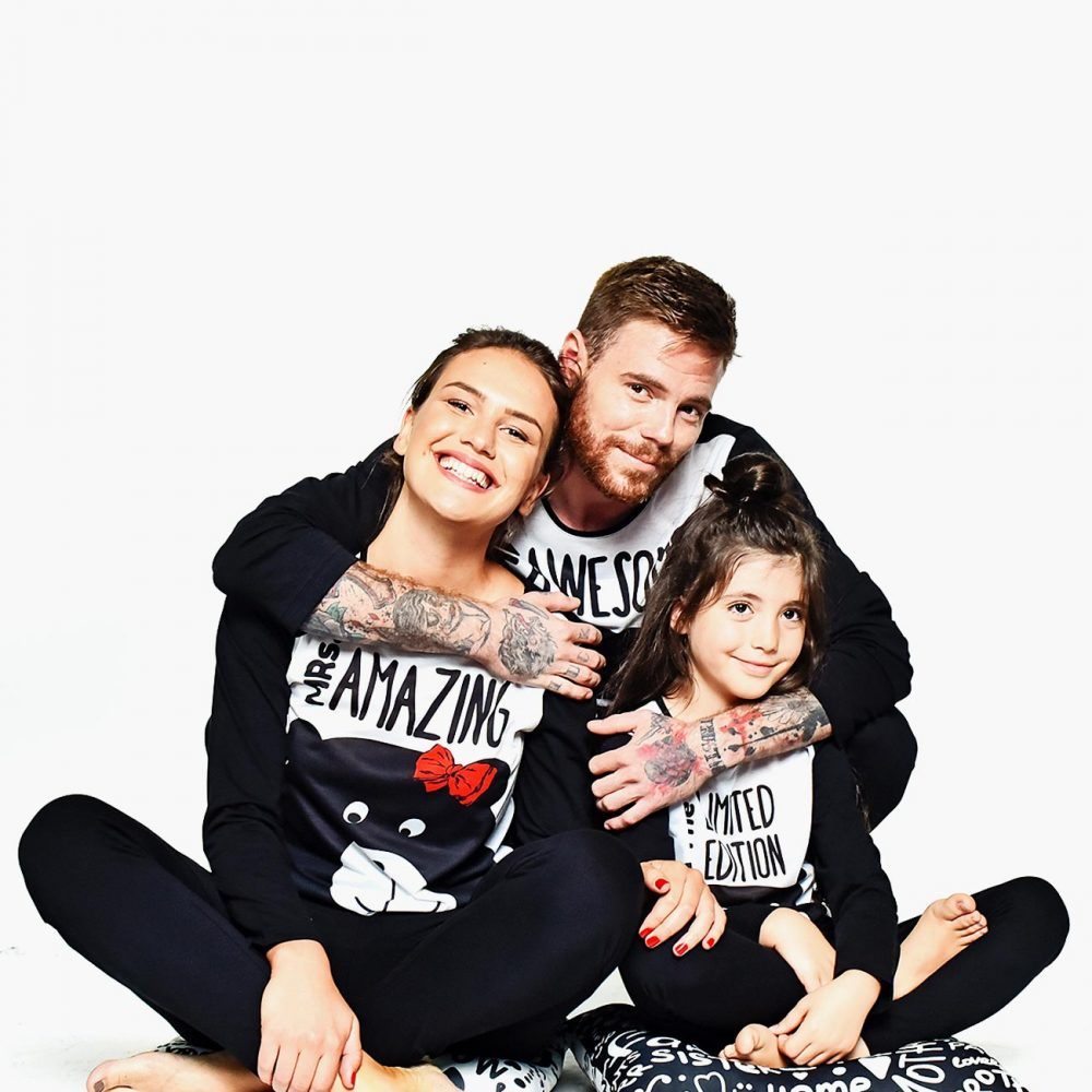 3000700S-family-matching-pajamas-awesome-amazing-familysta